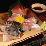 スエヒロ - 本日のおまかせ盛 @600円〜 ブリ・さわら・黒鯛の3種。 ホワイトボードには600円とあったけど、お会計は選べる3品盛の750円になっていました。メニュー見間違えたかな? 味にはとても舌鼓…!