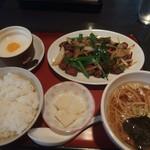 泉龍 - 料理写真:ニラレバ炒め定食880円