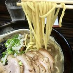 麺処 にそう - 「濃縮煮干し醤油 中盛り」(780円)と「チャーシュー」(200円)