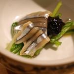 南渋谷 なみの上 - お通し  キビナゴの昆布〆 大葉醤油に水菜添え