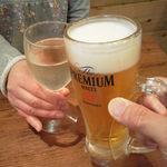 鶏○酒場 - プレミアムモルツと白ワインで乾杯