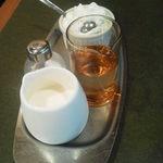 珈琲苑 - 飲み物2人分のガムシロップとミルク、そして生クリームも^^