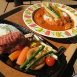 サバンナテラス - ムアンバライス 1180円(アフリカ料理のチキンシチュー) 、ハンバーグプレート 1500円(骨付きハンバーグプレート)