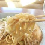 くるまやラーメン - 麺は太麺