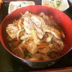 そばとごはんの店 ともえ - 豚バラにんにく丼  ¥700-