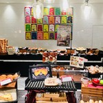 ブーランジェリー アサノヤ / グリパン - 明るくて広い店内。種類も豊富でお買い物も楽しい雰囲気。