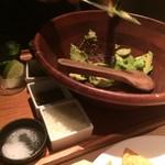 KICHIRI GARDEN TABLE - ガガモーレのサラダ ディップ作製中
