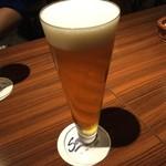 76212319 - セラフィーナ ニューヨーク 乾杯のビール