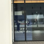 築地本願寺カフェ Tsumugi - ロビーに入る正面からはみずほのATMも出来ました