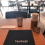 築地本願寺カフェ Tsumugi - テーブルでお会計いたしますとあります