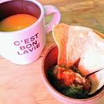 76214548 - 小倉タコスランチのスープと小鉢