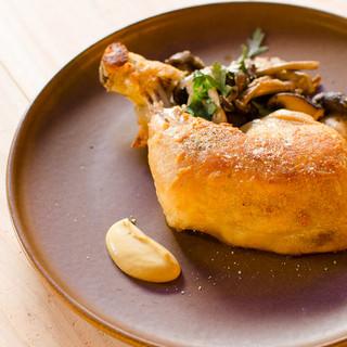 名物!低温で真空調理した骨付き淡路鶏もも肉のコンフィ