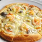 エビとキノコのグラタンピザ
