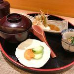 北新地 たくみ - 小鉢、温物、寄せ豆腐サラダ