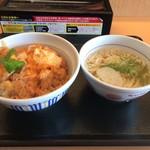 なか卯 - 定番の親子丼とうどん590円
