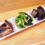 國 KOKU - 茄子の田舎煮、小松菜の煮びたし、いわしの南蛮漬け三品で \400(外税)