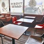 タイガーカフェ - テーブル席主体です