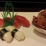 76233696 - 中トロ、えんがわの握り鮨&若鳥竜田揚げの3品盛り980円