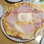 アトリエ・ド・フロマージュ - 料理写真:ハムエッグピザ