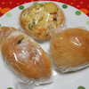 パン焼きびと 西村昭美 - 料理写真:ブルーベリーパン&ピザパン&あんパン?