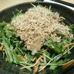 蟻月 - 水菜とカリカリじゃこのサラダ