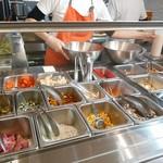 サラダボウル専門店 ウィズグリーン - 色鮮やかな野菜
