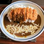 居酒屋 益正 - 料理写真:「三元豚のカツカレー」(800円+税)。チーズをトッピング。