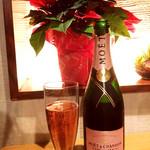 完全個室・肉バル居酒屋 29 ガブリ - モエ・エ・シャンドン ピンクが嬉しい