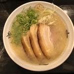斗道禄 - らーめん(塩寄り)    750円