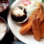 珈美風船 - 料理写真:日替り 海老と白身魚フライ ドリンク付き