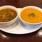 Bindi - 左が本日のカレー(大根、小松菜、しめじ)、 右は豆カレー