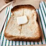 モーント - モーニングトースト150円は、スーリープーの食パンです。