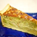 ニコミヤキッチン デリコッペ - スモークサーモンとアボカド・クリームチーズのキッシュ¥380