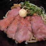 76257237 - ローストビーフ油そば・大盛(麺1.5玉 225g) 890円