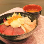 紅白海鮮丼