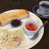 Airisu - 料理写真:コーヒー380円と小倉トーストのモーニング