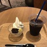 カフェ カーサ&デリ - アイスコーヒーとカロリーゼロ クリームあんみつ。 合計で税込1426円。 美味し。