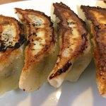 大勝軒 - 「自家製餃子」接写。優しい食感の手作り野菜餃子であった。