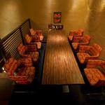 豚料理専門店 銀呈 - 8名テーブル席㉑サービスは片側からなのでコース料でのご予約のみお受け致します。