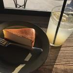 76262580 - チーズケーキ&レモネード