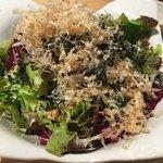 串もん酒場 - 最初に大根サラダが出てきますよ