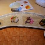 香港海鮮料理 季し菜 - 前菜盛り合わせ 黒ばい貝、フエフキダイ、チャーシュー、才巻海老