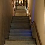 ゆめまぼろし - 階段を昇って三階がバーなんですが、威圧感があります(汗)