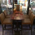 イタリアン&グリル アクア イルフォルノ - 貴重な窓側の特等席。