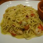クッチーナ ディ サルティーニ - 小エビとフレッシュトマトとバジルペーストのスパゲッティ