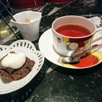 Cafe Chaton Rouge - 紅茶とチョコレートシフォンケーキ