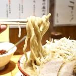らーめん バリ男 - 河屋製麺さんの特注平打ち太麺