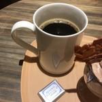 76272402 - お詫びとして提供された無料コーヒー。