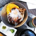 76273903 - 国産牛フィレステーキ丼
