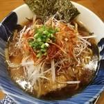 麺屋 湯や軒 - 料理写真:醤油ら~麺(平打麺)680円 トッピング:ピリ辛白ネギ150円